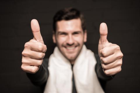 Homem feliz com o concurso da PCDF